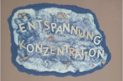 Entspannung und Konzentration Holzbuchstaben Sand Muscheln
